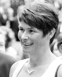 Angelika Hirth, Stein